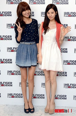 130728+sooyoung+seohyun+at+tommy+hilfiger+fansign+event (123).jpg